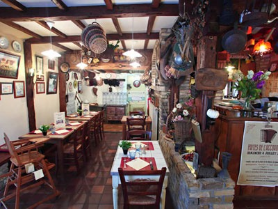 estaminets-en-nord-Quaedypre-La-Taverne-du-Westhoek-salle-chaise-bebe